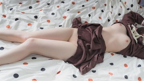 パイパンJKのきれいなヌード&マ○コ画像 1