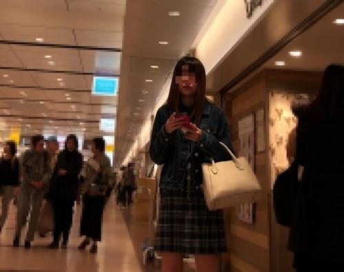 美少女のスカート内盗撮パンティ画像 1