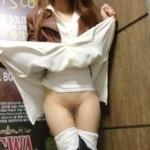 美脚な韓国素人女性の露出プレイ画像