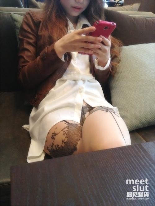 美脚な韓国素人女性の露出プレイ画像 4
