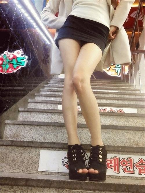 美脚な韓国素人女性の露出プレイ画像 7