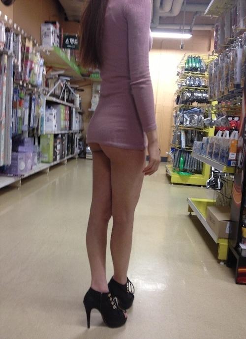 美脚な韓国素人女性の露出プレイ画像 9