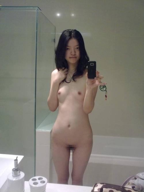 微乳なアジアン素人少女の自分撮りヌード画像 7