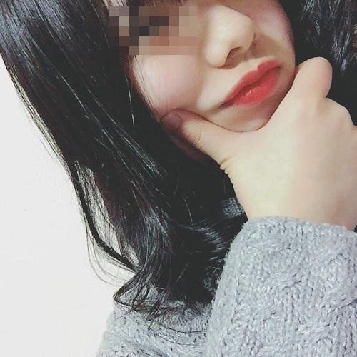 美乳な素人美少女の自分撮りヌード画像 2