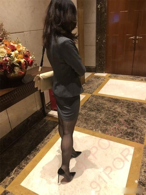 スーツ女性社員の性接待画像 1