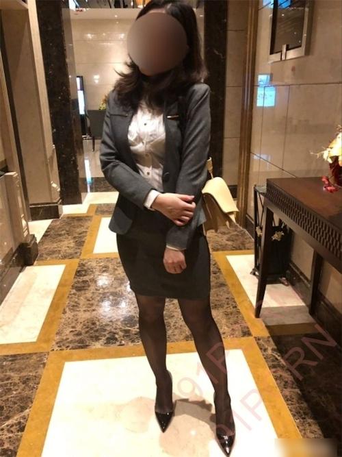 スーツ女性社員の性接待画像 2
