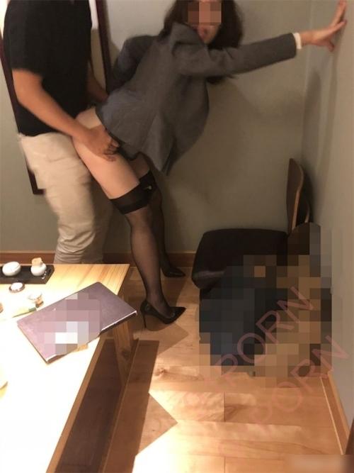 スーツ女性社員の性接待画像 22