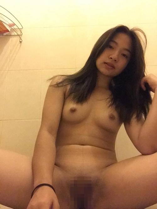 美乳なタイ素人美少女の自分撮りマ○コくぱぁヌード画像 8