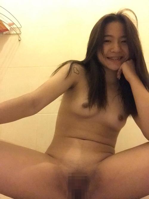 美乳なタイ素人美少女の自分撮りマ○コくぱぁヌード画像 9