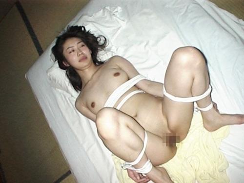 素人美熟女の緊縛ハメ撮り画像 10
