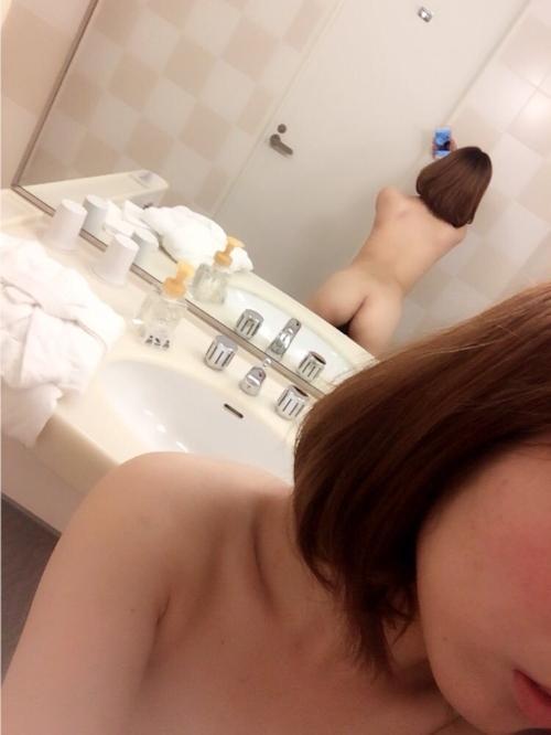 19歳の貧乳ちゃんが入浴中に自分撮りした裏垢ヌード画像 3