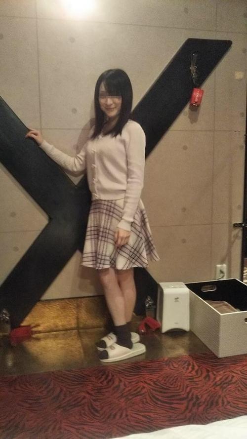 パイパン美少女をホテルで撮影したプライベートヌード画像 2
