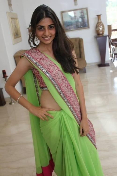 巨乳なインド素人美女のプライベートヌード画像 1