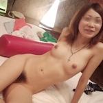美乳な素人女性をホテルで撮影したヌード画像