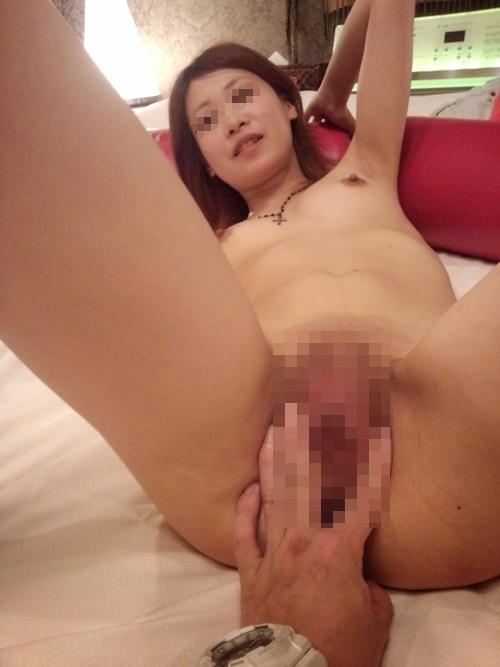 美乳な素人女性をホテルで撮影したヌード&ハメ撮り画像 6