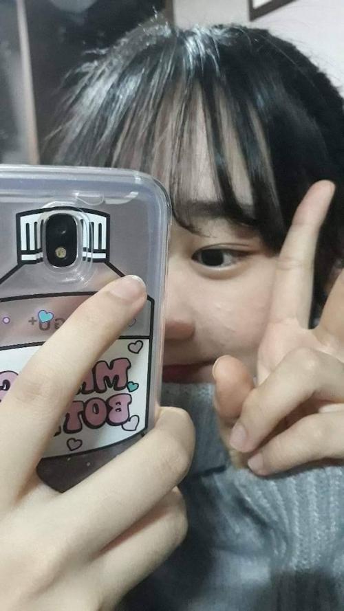 韓国素人美少女の自分撮りヌード画像 2