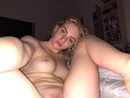 美微乳パイパンなイギリス素人美女の自分撮りヌード画像 8