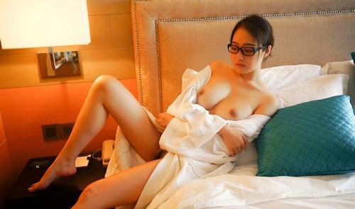 美巨乳メガネ美女のヌード画像 4