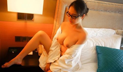 美巨乳メガネ美女のヌード画像 8