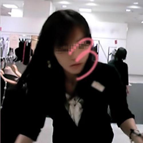 アパレルショップ美人店員を盗撮したパンティ画像 1