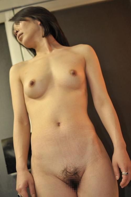 微乳な素人人妻のヌード画像 6