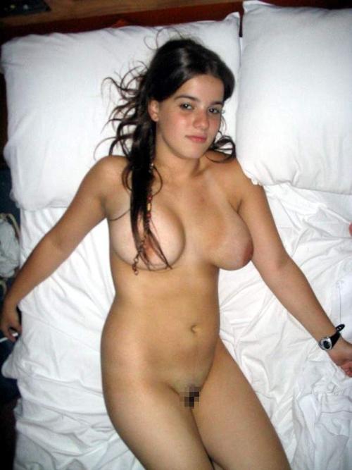 22歳の巨乳な西洋素人美女のプライベートヌード画像 12