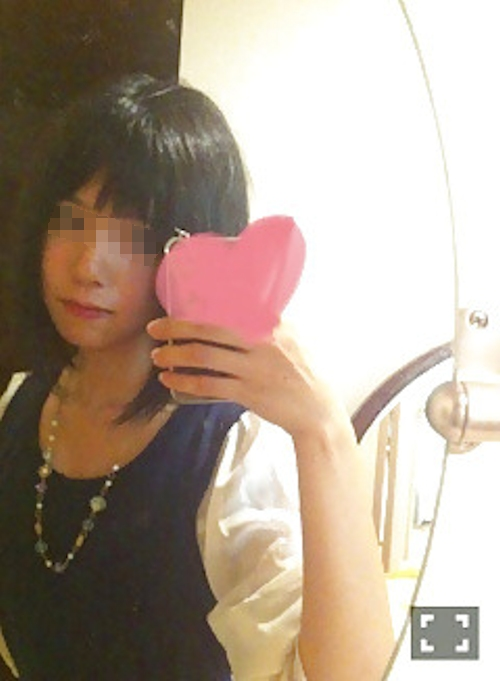 ちっぱいな黒髪美少女の自分撮りヌード画像 1