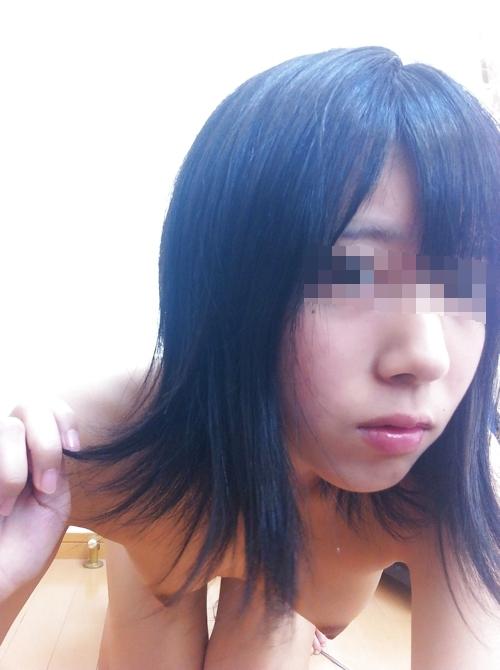 ちっぱいな黒髪美少女の自分撮りヌード画像 4