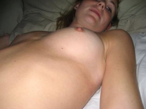ブロンドの西洋ティーン美少女の流出ヌード画像 8