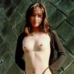 スレンダーな素人美女の野外露出ヌード画像
