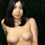 巨乳な美人妻のヌード画像