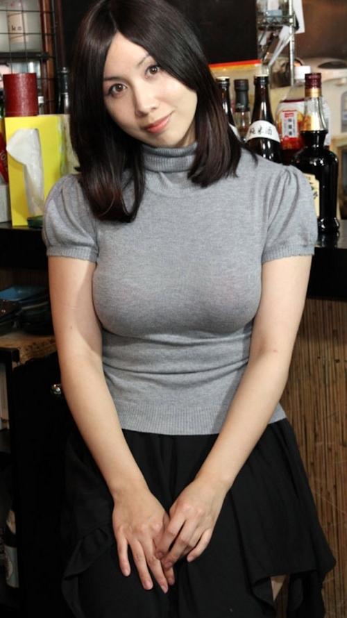 巨乳な美人妻のヌード画像 1
