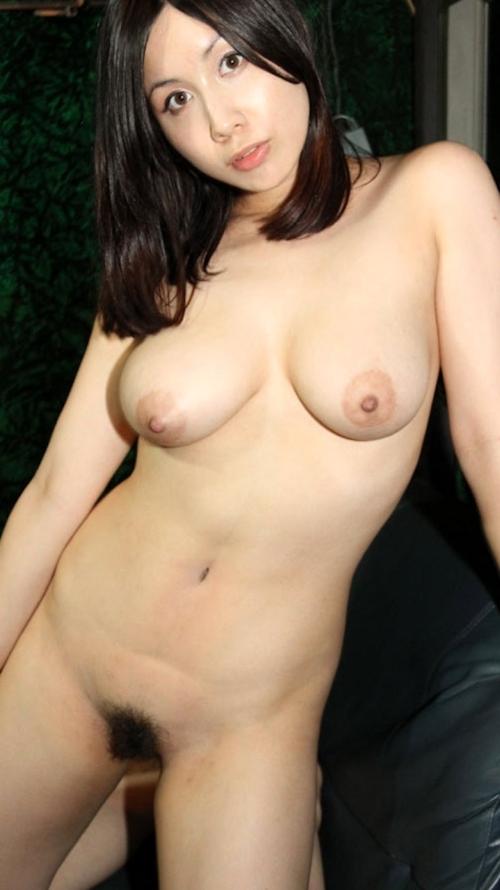 巨乳な美人妻のヌード画像 5