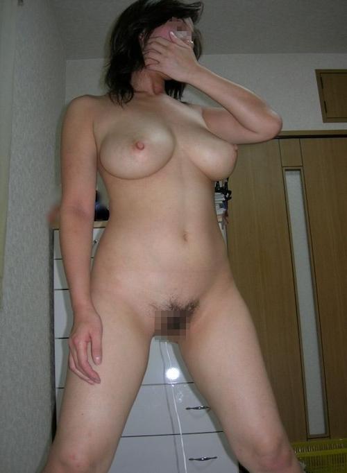 ロケット巨乳な人妻のプライベートヌード画像 5