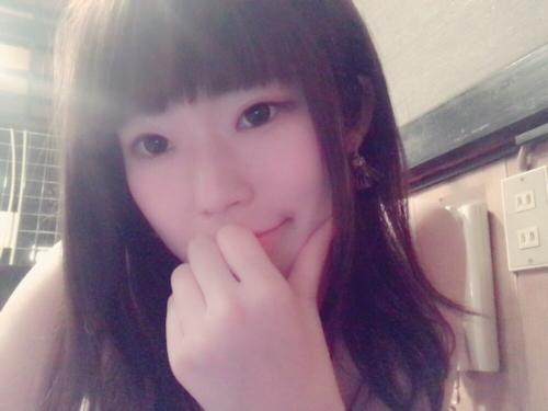 ピンク乳首の美乳な素人美少女の自分撮りヌード画像 1