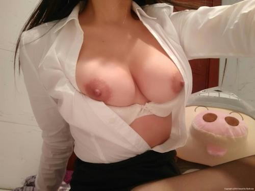 スーツ姿の巨乳女性のヌード&M字開脚マ○コ画像 3
