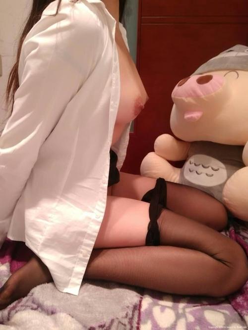 スーツ姿の巨乳女性のヌード&M字開脚マ○コ画像 7