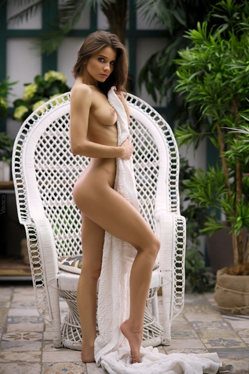 美巨乳なロシア美女モデルのヌード画像 2