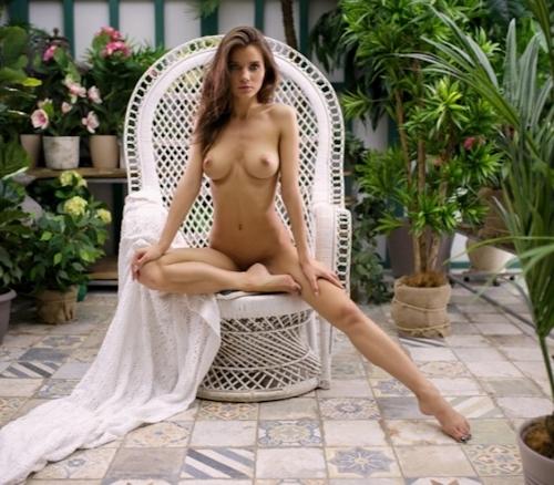 美巨乳なロシア美女モデルのヌード画像 3