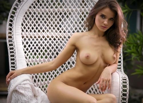 美巨乳なロシア美女モデルのヌード画像 4