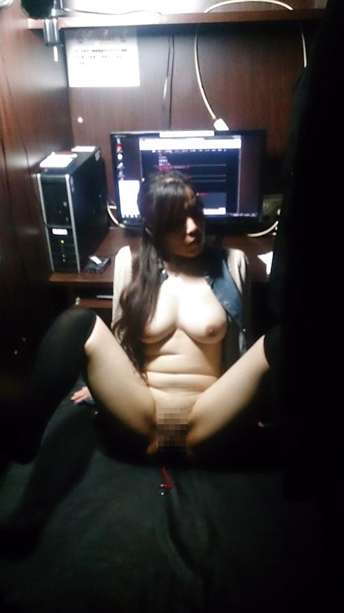 ネットカフェで撮影した巨乳素人女性のヌード画像 3