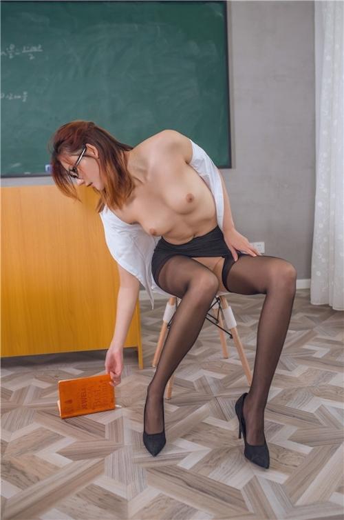 どエロ女教師が生徒を誘惑してるセクシーヌード画像 4