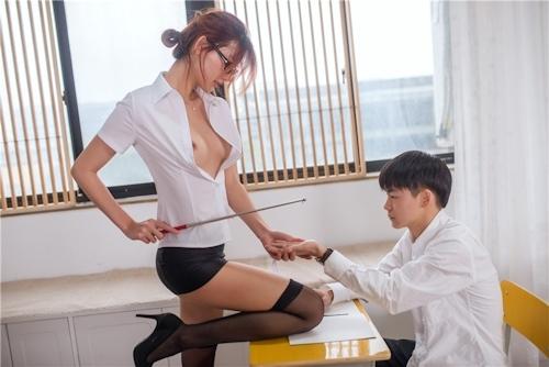 どエロ女教師が生徒を誘惑してるセクシーヌード画像 13