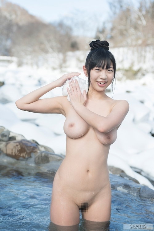 巨乳美少女の露天風呂ヌード画像 7