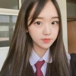 18歳韓国素人美少女のフェラ画像