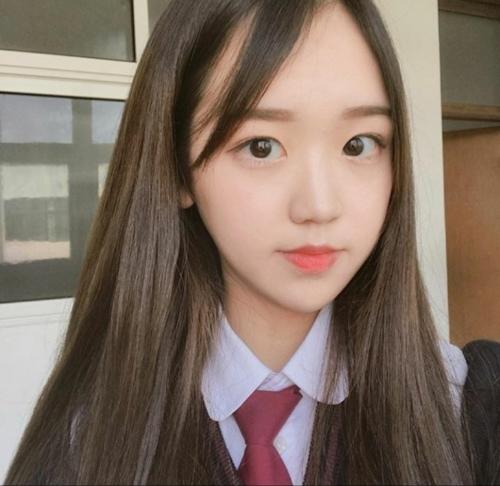 18歳韓国素人美少女のフェラ画像 1
