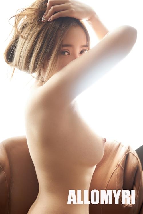 美乳なきれいなお姉さんのヌード画像 6