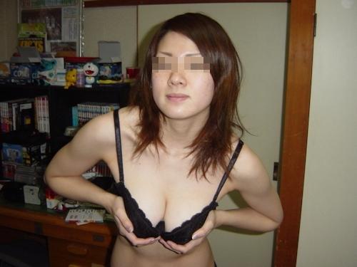 巨乳な美人妻のプライベートヌード流出画像 4