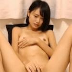 ボブカットのスレンダー美少女の全裸オナニー画像