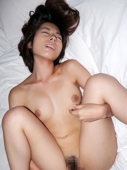 清楚系の美女を拘束セックスしてる画像 14